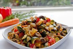 This Roasted Ratatouille stew is loaded with health-promoting vegetables and rich in cholesterol reducing soluble fiber! Ratatouille, Vegetable Stew, Vegetable Side Dishes, Mexican Slaw, Cappuccino Pulver, Heart Healthy Recipes, Meatless Monday, Vegan Dishes, Main Meals