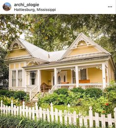 Pretty Room, Historical Architecture, Cottage, Cabin, House Styles, Places, Beautiful, Instagram, Rooms