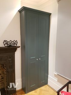 Explore high quality bespoke fitted bedrooms, built-in wardrobes, alcove wardobes and other fitted furniture. Fitted wardrobes design and free quotation. Alcove Wardrobe, Bedroom Alcove, Bedroom Built In Wardrobe, Fitted Bedroom Furniture, Fitted Bedrooms, Bedroom Decor, Girls Bedroom, Bedroom Ideas, Master Bedroom