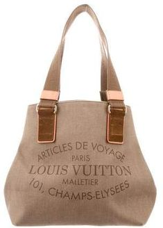 Effortlessly Make Your Handbags Complement Your Outfit Every Single Time Louis Vuitton Pattern, Louis Vuitton Designer, Designer Totes, Sac Cabas Louis Vuitton, Vuitton Bag, Lv Handbags, Louis Vuitton Handbags, My Bags, Purses And Bags