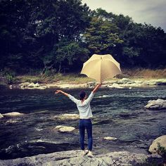 川西阪急にて引き続きお取り扱い中です☆お近くにお越しの際は是非お手にとってご覧下さいませ♡ Thanks to Carl for taking this photo of Aki by the river with her new Pumpkinbrella Double Dots Umbrella! . . . . . . . #傘 #umbrella #dicesaredesigns #デザイン #design #pumpkin #pumpkinbrella #pumpkinumbrella #parasol #johnさんの傘 #womensfashion #japan #japanfashion #ディチェザレ #ディチェザレデザイン #カボチャ #pumpkinumbrella #川西阪急 #dicesare #pumpkinit