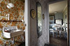abandoned places – henk van rensbergen | henkvanrensbergen.com Abandoned Houses, Abandoned Places, Where Are We Now, Left Alone, Photos, Pictures, Vans, Mirror, Farm House