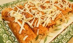 These Authentic Mexican Chicken Enchiladas with Red Sauce (Enchiladas de Pollo) are tasty and super simple to make. With just a few ingredients and steps, you will soon be eating authentic Mexican chicken enchiladas with red sauce too! Authentic Chicken Enchilada Recipe, Authentic Mexican Chicken Recipes, Authentic Mexican Salsa, Mexican Appetizers, Chicken Appetizers, Mexican Enchiladas, Chicken Enchiladas, Greek Recipes, Mexican Food Recipes