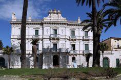 Cosa vedere a Cosenza - Nuova e apprezzata meta turistica italiana Notre Dame, Mansions, House Styles, Building, Travel, Viajes, Manor Houses, Villas, Buildings