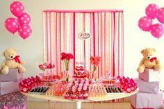 Mesa de decoração Clean - cores rosa e pink e tema URSOS  Produzimos todos os itens que compõem esta mesa, incluindo doces, cup cakes, lembrancinhas, tags e rótulos personalizados, painel para parede, vasos, suportes e pratos.   OPÇÃO 1: KIT FESTA com os itens de seu interesse para que você mesmo monte sua festa.  OPÇÃO 2: FESTA COMPLETA - montagem de decoração no local da festa de acordo com o número de convidados.  Solicite seu orçamento pelo email: scrapfest.vs@gmail.com