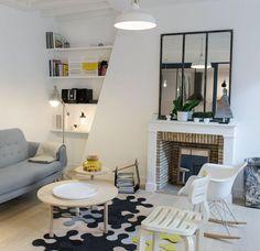 Prenons de la hauteur aux deux derniers étages d'un immeuble parisien où un couple de trentenaires a fait l'acquisition d'un duplex de 60 m2. Inhabitable, les propriétaires ont demandé à l'architecte d'intérieur Stephan Bidoux de remettre leur bien au goût du jour. Et le résultat en vaut la chandelle.