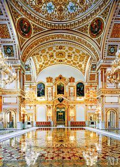 Ícone da suntuosidade e da opulência dos tempos do império, o Kremilin é uma das principais atrações turísticas da Rússia.