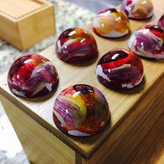 Bachour bonbons for my class at @jmauboine #chefsroll #Bachour #bachourchocolate #bachourchocolatebook #bachoursimplybeautiful #chocolate…