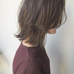 """・ ・ #品のある3Dハイライト ・ ・ 全体に細ーく入れてから#グレージュ をオンカラー。 ・ ・ 派手にし過ぎないハイライトは、 髪に透明感が欲しい""""大人の女性""""にオススメです。 ・ ・ お店のアカウントはこちら @micro.hair ・ #Micro #美容院 #newopen #東山公園 #本山 #星ヶ丘 #美容師 #江崎将大 #美容室 #ミクロ #外国人風カラー #グレージュ #ヘアカタログ #ヘアアレンジ #髪型 #ハイライト #ロブ #切りっぱなしボブ #ショートカット #サロモ #作品撮り #美容学生 #北欧 #インテリア #ウェグナー #シバスト #ルイスポールセン #フィンユール"""