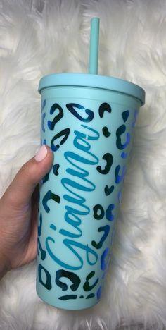 Diy Tumblers, Acrylic Tumblers, Personalized Tumblers, Custom Tumblers, Starbucks Cup Art, Custom Starbucks Cup, Studios D'art, School Advertising, Pint Cups