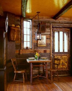 swedish guest cabin by miller architects 08 Tiny Cabin in Montana - dining part of kitchen Tiny Guest House, Guest Cabin, Tiny House, Guest Houses, Rustic Cabin Decor, Lodge Decor, Rustic Cabins, Rustic Wood, Modern Cabins