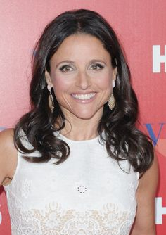 Julia Louis-Dreyfus Hair. How does she get it soo shiny, but not greasy??? Please tell me!