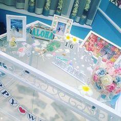 ウェルカムスペース♡*。+ ハワイっぽく♪夏らしい感じに ここにもスターフィッシュ、シェル、プルメリアなど置いてみました♡ ♡ ALOHAプレート、フラワーフォトフレームは手作りପ(⑅ˊᵕˋ⑅)ଓ #ウェルカムスペース#Hawaii#結婚式#wedding#リュドヴィンテージ目白 #notarina