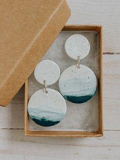 Polymer Clay Crafts, Polymer Clay Jewelry, Handmade Polymer Clay, Handmade Ceramic, Clay Beads, Diy Clay Earrings, Earrings Handmade, Ceramic Jewelry, Ceramic Art