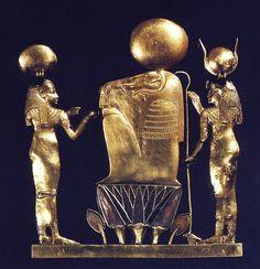Foto 2. Reverso del pectoral de la reina Kama H. STIERLIN, L'or des pharaons, París, 1993, p. 205