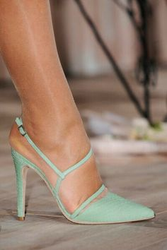 Sweet colour for a swet shoe.        (Alice and Olivia '16)