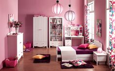 Pokój dla dziewczynki, ELIES