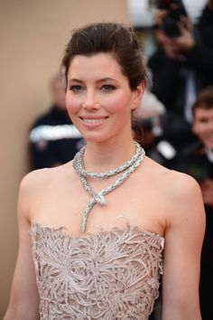 Jessica Biel has got red carpet dressing down to a T. The star attended the 'Inside Llewyn Davis' premiere at the Palais des Festivals on 19 May wearing a dramatic Bulgari Serpenti diamond and emerald necklace. #Cannes2013