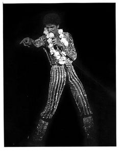 Picture of Michael Jackson Michael Jackson Youtube, You Give Me Butterflies, The Jacksons, Rare Pictures, Famous People, Bae, Give It To Me, Butterfly, Singer