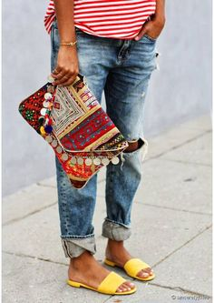 boho summer: hippie chic via the style files. striped tee, distressed jeans, batik clutch and yellow slippers. Hippie Chic, Hippie Style, Hippie Elegante, Ethno Style, Bohemian Style, Bohemian Bag, Look Boho, Look Chic, Looks Style