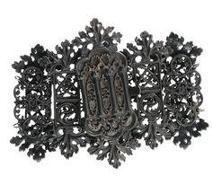 Berlijns ijzer ,de goud en zilveren sieraden werden omgesmoltenn en men kreeg er ijzeren voor terug,zeer zeldzaam