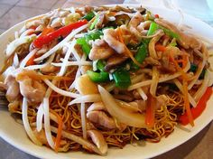 Recipe Chinese Fried Noodles with Vegetables and Chicken - Recettes asiatiques - Rezepte World Recipes, Meat Recipes, Asian Recipes, Cooking Recipes, Healthy Recipes, Ethnic Recipes, Chop Suey, Asian Kitchen, Salty Foods