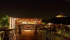 Μαγευτική θέα, προσεγμένα ποτά, γευστικό bar food. Αυτό είναι το τρίπτυχο της επιτυχίας του Bar 8. Bar, Table Decorations, City, Furniture, Home Decor, Interior Design, City Drawing, Home Interior Design, Cities