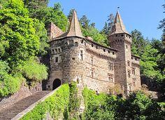 Le château de La Rochelambert Une bâtisse du XIe siècle taillée dans la roche. Le château de La Rochelambert est situé dans la vallée de la Borne à Marcilhac sur la commune de Saint-Paulien (Haute-Loire) a 15 km du puy :).Did.G..