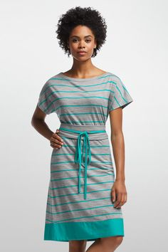 The Allure dress makes packing for summer vacations simpler. If your adventure includes some beach time, some city time, a hike or two, and a stylish dinner, Allure does it all. Made from 200gm merino jersey, Allure is comfortable in almost any climate, add a light layer to keep you warm on cool nights or wear alone as a lightweight bratheable dress in all climates. An Icebreaker favorite, the casual drape and modern cut are suited to any occasion with short dolman sleeves and a self fabric…