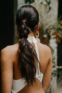 Ultra mod bridal hairstyle Photo: @kapephotography Wedding Hairstyles For Medium Hair, Elegant Hairstyles, Vintage Hairstyles, Braided Hairstyles, Cool Hairstyles, Bridal Hairstyle, Manado, Vintage Wedding Hair, Hair Makeup