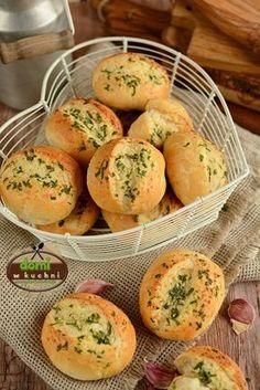 Bułeczki z czosnkiem Best Keto Bread, Czech Recipes, Good Food, Yummy Food, Cooking Recipes, Healthy Recipes, Polish Recipes, Food Humor, Finger Foods
