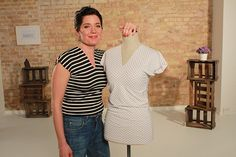 Du willst ein schnelles Shirt selber nähen und hast kein Schnittmuster parat? Dann nähe in 20 Minuten ein T-Shirt mit Silke von Schnittchen!