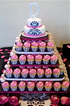 cupcake display ideas | Bella Cupcake Couture » Blog Archive Wedding Cupcakes in Damask Black ...