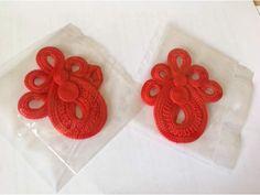 coppia di orecchini in corda per realizzazioni di gioielli o sautache, potete utilizzarli al naturale o inserirvi pietre e perle. Possono essere usati anche come passamaneria per abiti, creazione di cinture e collane, molto belli e decorativi... http://annunci.ebay.it/annunci/altro-abbigliamento/milano-annunci-milano/base-gioielli-soutache/68473269