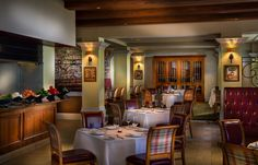 """LA CUCINA Specializing in the dishes of Northern Italy, this restaurant delights guests with a beautiful setting and a wide selection of Italian and international wines.  Open for dinner. Weekly Tuesday night event""""La Festa Italiana"""" Reservations recommended"""