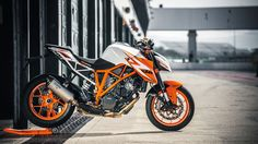 KTM Super Duke 1290 R Special Edition - Motocycle Pictures and Wallpapers Duke Motorcycle, Duke Bike, Street Fighter Motorcycle, Ktm Duke, Ktm Super Duke, Ktm Motorcycles, Automobile, Custom Street Bikes, Honda Grom