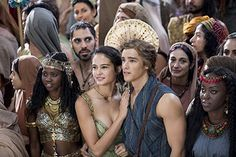 The Scottish heartthrob surely didn't mind that his sexy co-star Courtney Eaton swayed attention her way at the New York premiere of their film Gods Of Egypt on Wednesday. Courtney Eaton, Gods Of Egypt Movie, Elodie Yung, Egyptian Movies, Brenton Thwaites, Prince Of Egypt, Celtic Mythology, New Gods, Movie Couples