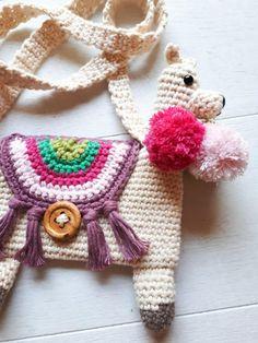 Llama purse Crochet pattern by Birds and crickets Crochet Purses, Crochet Hooks, Crochet Bags, Crochet Animals, Crochet Clothes, Double Crochet, Single Crochet, Crochet Leg Warmers, Amigurumi