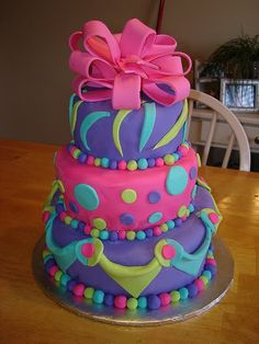 Very cute cake that is perfect for a girls birthday party.