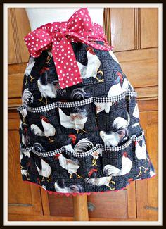 Women's Egg Gathering Apron, Chickens, Eggs and Pockets Sewing Hacks, Sewing Crafts, Sewing Projects, Sewing Ideas, Sewing Aprons, Sewing Clothes, Egg Collecting Apron, Homemade Aprons, Apron Tutorial