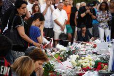 Recueillement à Nice après l'attentat ()