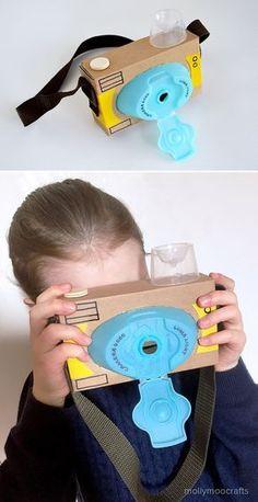 Recycled Cardboard Camera, the laundry detergent lid worked out so well for the lens | Recicla una caja y la tapa del shampoo y haz una cámara para los niños!