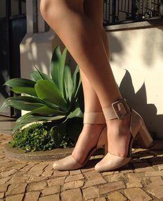 Tem coisa melhor do que sexta-feira? Tem sim: sexta-feira com sapatos Tanara!  Foto by @veracalcadoss  Ref. T0123