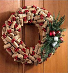 Guirlanda de Natal feita com rolhas.