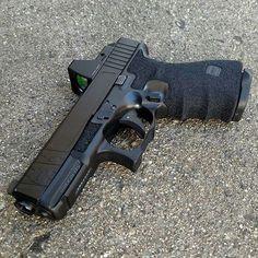 Glock 19 Find a speedloader Airsoft, Custom Glock, Custom Guns, Weapons Guns, Guns And Ammo, Rifles, Home Defense, Assault Rifle, Cool Guns