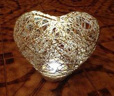 Lampada creata con spago e colla Christmas Bulbs, Shabby Chic, Lights, Holiday Decor, Handmade, Crafting, Wedding, Home Decor, Christmas Light Bulbs