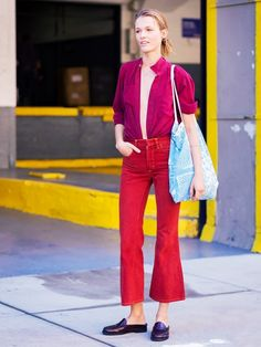 A head-to-tonal look. A berry shirt is worn with cropped red flare jeans and burgundy backless mules. Street Style Trends, Street Style 2016, Street Chic, Oak Street, Fashion Colours, Colorful Fashion, Fashion Week, Girl Fashion, Street Fashion