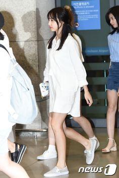 Twice Nayeon Airport Fashion - Official Korean Fashion Kpop Fashion, Airport Fashion, Korean Fashion, Fashion Online, Girl Fashion, Fashion Trends, Street Fashion, Airport Style, Nayeon