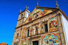 La iglesia parroquial de Válega, dedicada a la Virgen María, comenzó a construirse en 1746 prolongándose las obras algo más de un siglo.