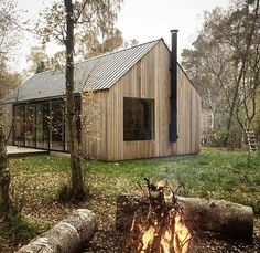 Building A Shed 528750812497384771 - Autumn clean up; fallen logs go in the firewood shed and smaller branches on the bonfire… Source by claireadela Contemporary Barn, Modern Barn, Modern Farmhouse, Future House, Firewood Shed, Shed Homes, Building A Shed, Building Plans, Shed Plans